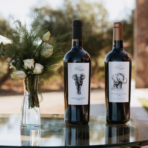 Botellas de vino tinto Mezcla Italiana y Montepulciano.