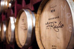 Barricas de nuestra vinícola en Bodegas F. Rubio